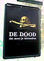 Gewraakt affiche 'De dood, dat moet je meemaken'.